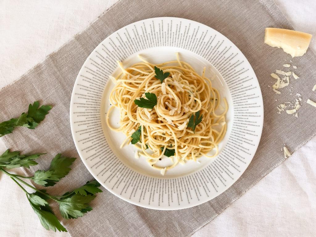 spagety s maslem