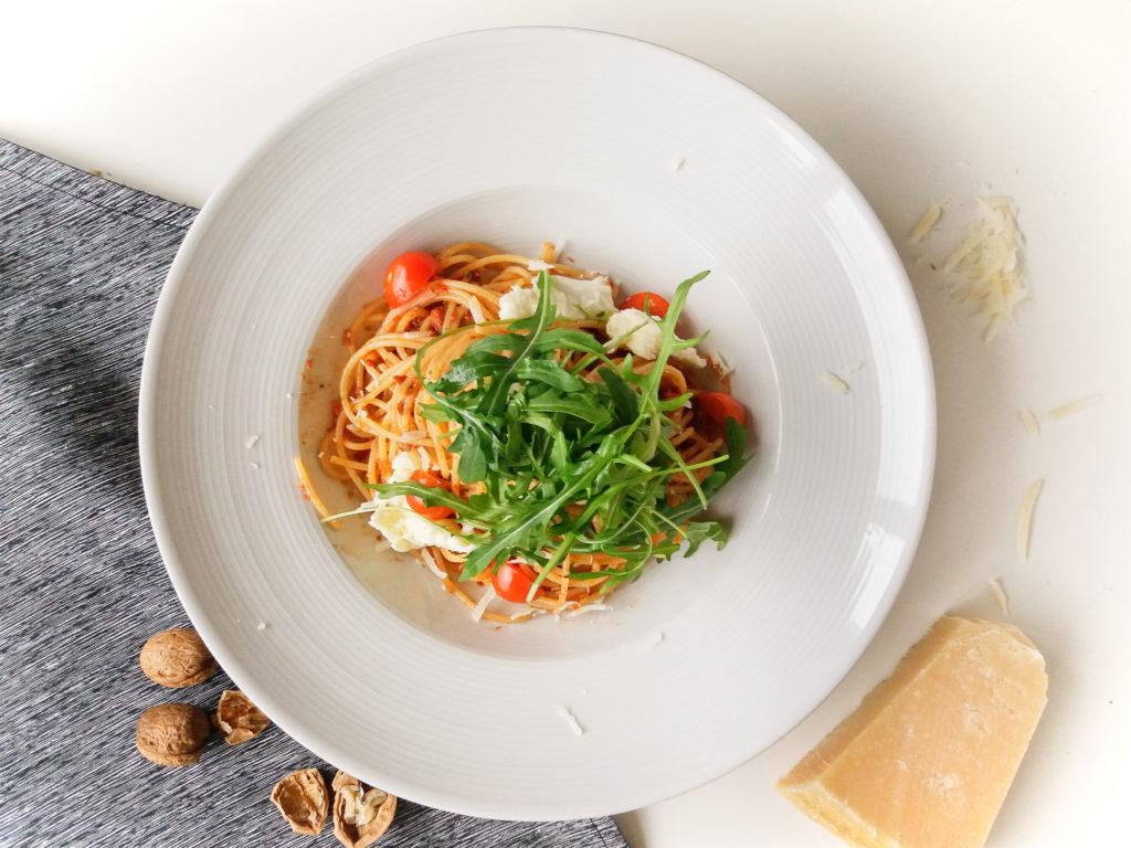 Špagety s rajčatovým pestem